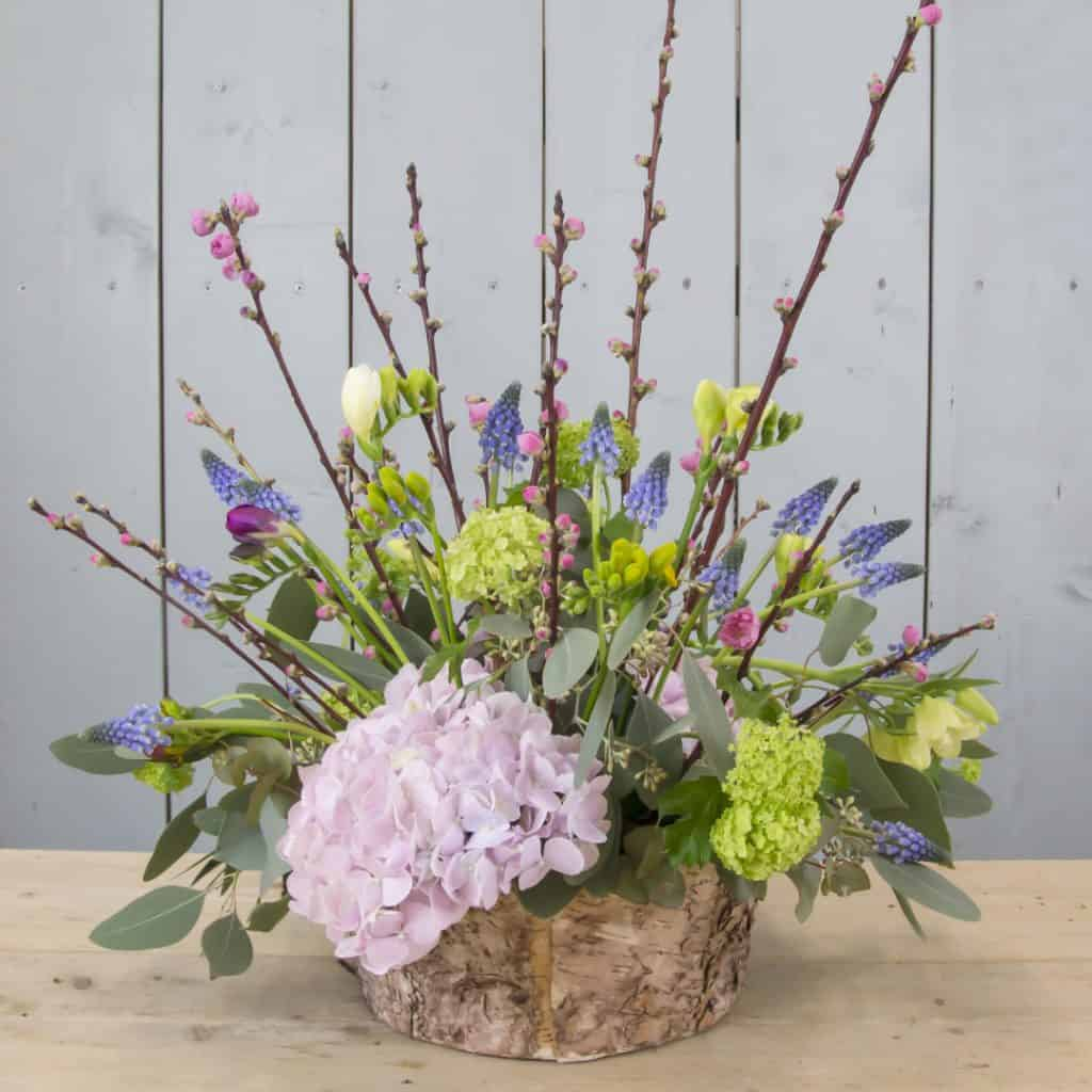 lovely_centerpiece_muscari_freesia