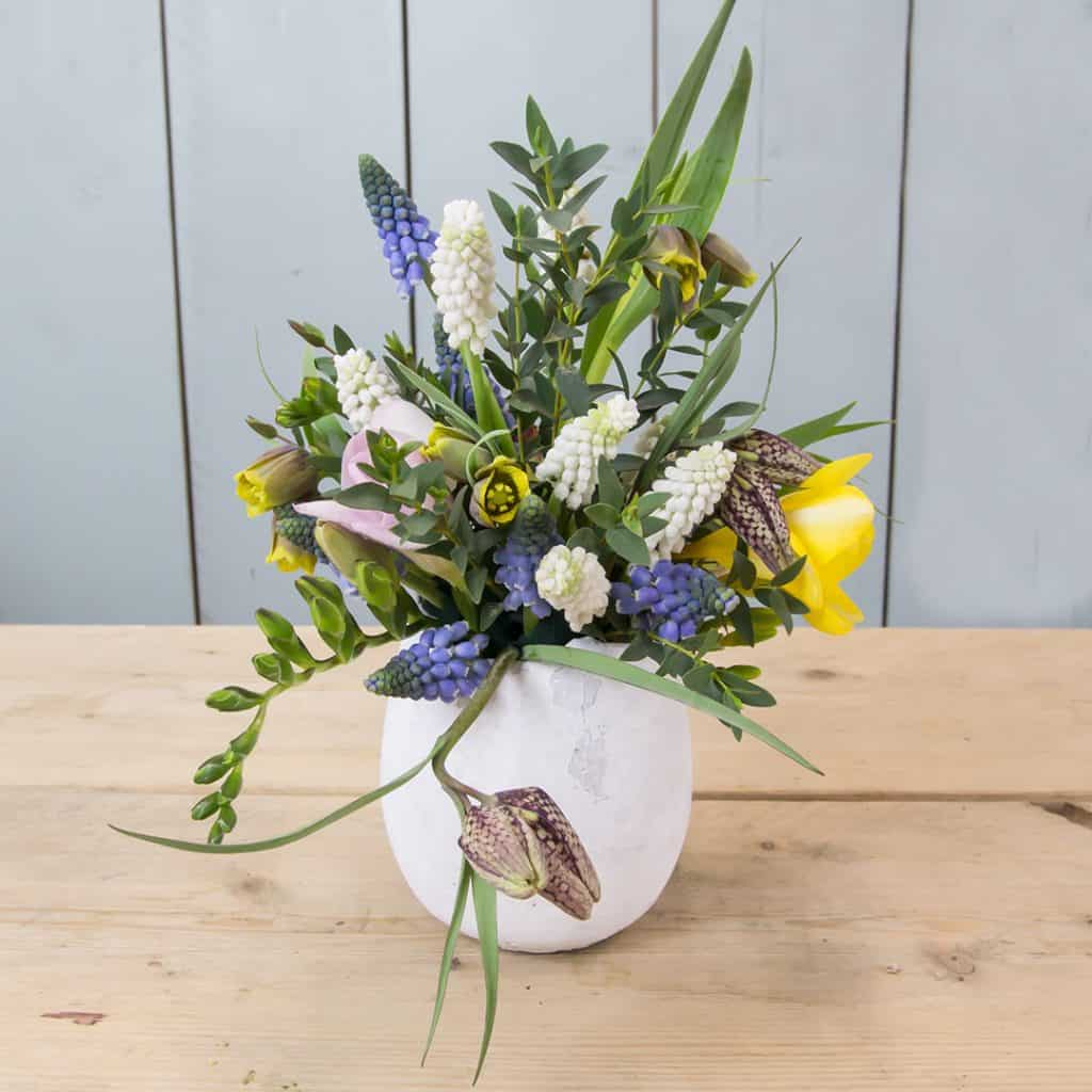 lovely_spring_egg_with_fritillaria_1