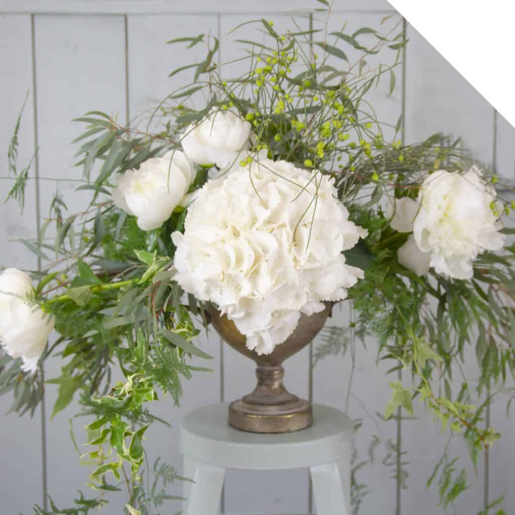 Sturdy Greenery Centerpiece | Holex Flower